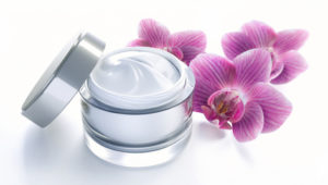 Edle Creme mit Orchideen